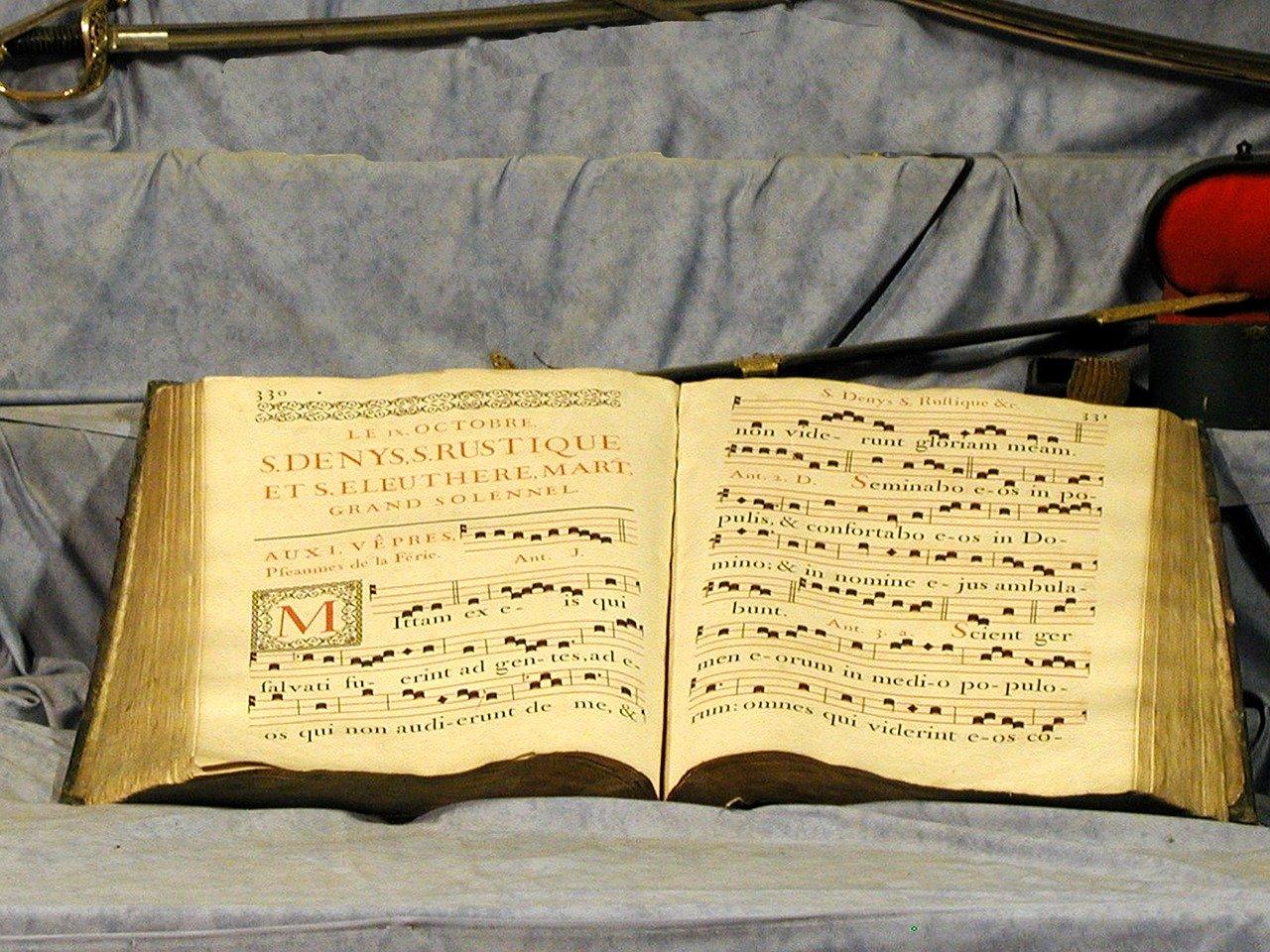 choral-book-679960_1280